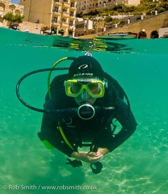 diver_Xlendi_ Bay_Gozo
