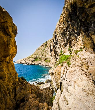 nuns_walk_rocks_xlendi