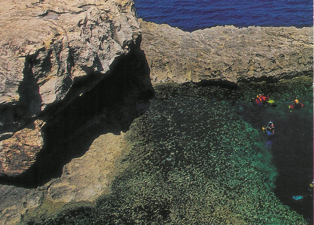 Gozo Diving - Outside the Blue Hole, Dwejra