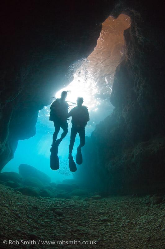 two divers xlendi tunnel