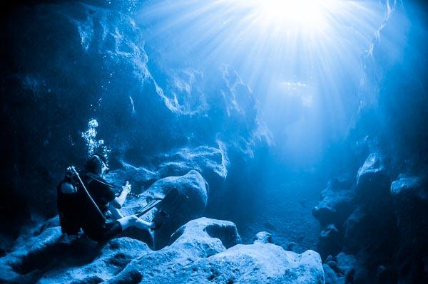 Gozo Diving - Diver in Xlendi Tunnel